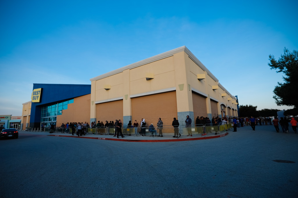 Black Friday Line At Best Buy on Thanksgiving
